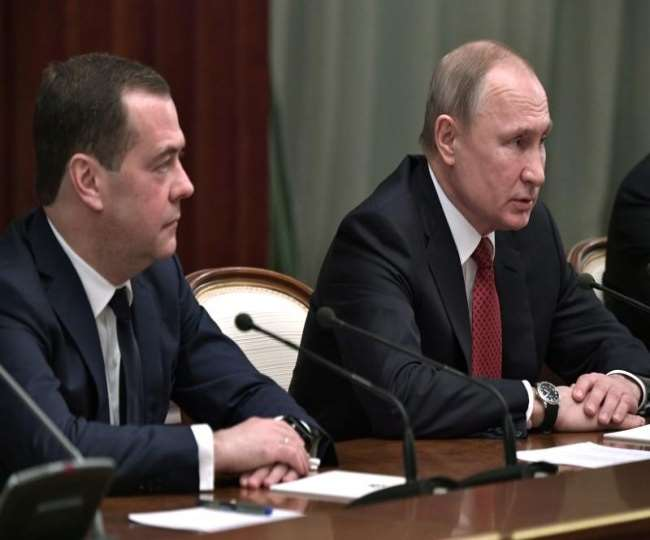russian-government-resigns-as-putin-proposes-refor